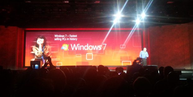 Steve Ballmer, o presidente da Microsoft, apresentou as projeções da empresa para a imprensa (Foto: Nick Ellis)