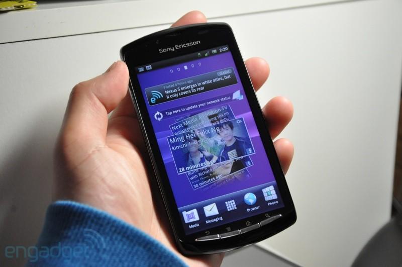 A interface do Xperia Play com o Timescape habilitado (Foto: Engadget)