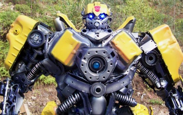 Transformers de sucata (Foto: Reprodução)