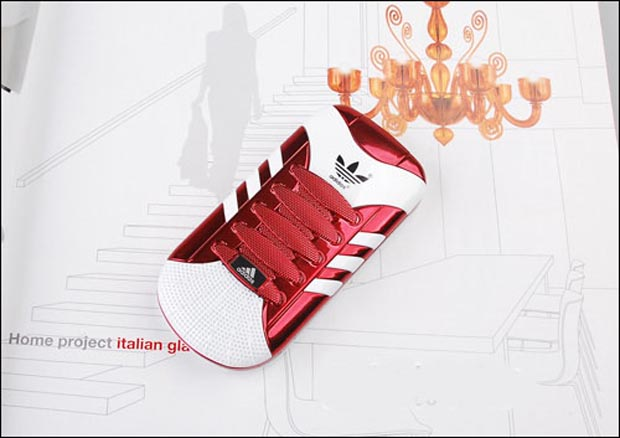 Celular que imita o tênis da Adidas (Foto: Divulgação)
