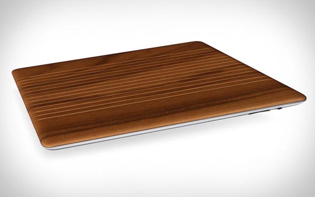 iPad com Smart Cover de madeira (Foto: Divulgação)