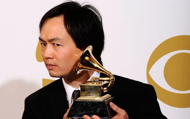 Christopher Tin e seu Grammy (Foto: Divulgação)