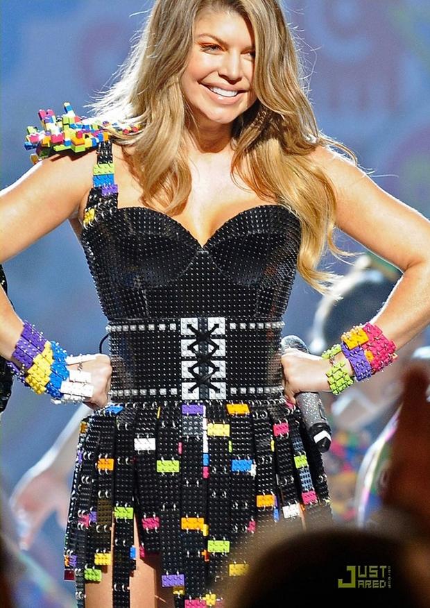 Quer desmontar o vestido da Fergie? (Foto: Reprodução)