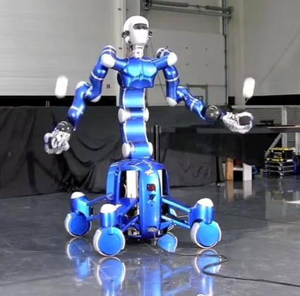 Rollin' Justin, o robô que faz café (Foto: Divulgação)