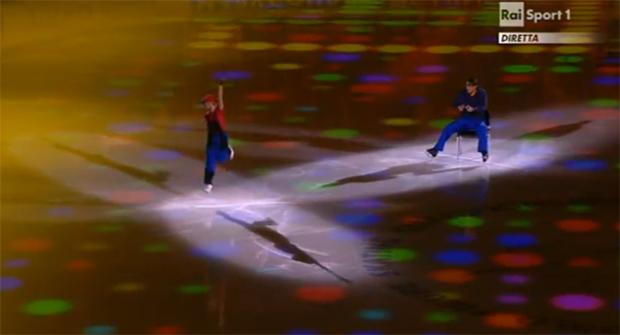 Dupla de patinadores russos, Tatiana Volosozhar e Maxim Trankov encarnam Super Mario Bros. no World Figure Skating Championship 2011 (Foto: Reprodução)