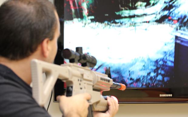 Killzone 3 com a Assault Rifler Controller (Foto: Allan Melo / TechTudo)