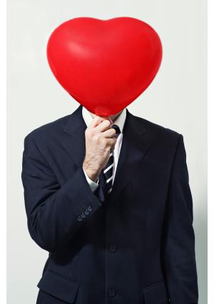 Homem com coração (Foto: Reprodução/iStochPhoto)