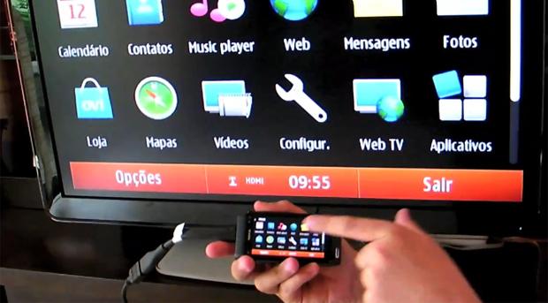 Conexão do Nokia N8 à TV, via HDMI (Foto: Divulgação)