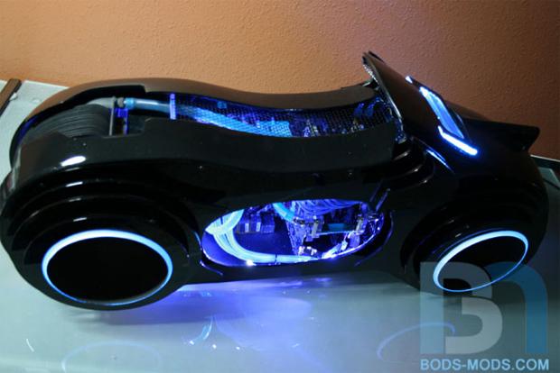 Gabinete em forma de moto (Foto: Divulgação)