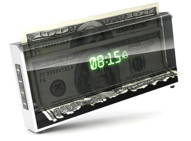 """""""Tempo é dinheiro"""" com esse despertador (Foto: Divulgação)"""
