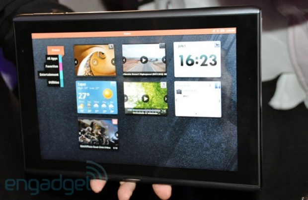 Acer Iconia M500 (Foto: Engadget)