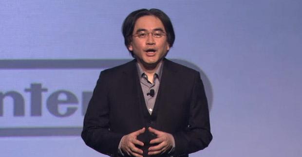 Satoru Iwata, presidente global da Nintendo, entra no palco (Foto: Reprodução)