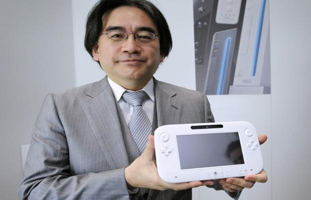 Satoru Iwata e novo controle do Wii U  (Foto: Divulgação)