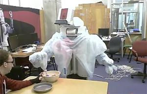 Robô programado para fazer biscoito (Foto: Reprodução)