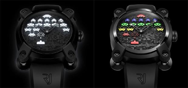 Relógios de Space Invaders em versão Dia (Direita) e Noite (Esquerda) (Foto: Divulgação)