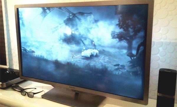 Sem os óculos, tudo o que se vê nas TVs 3D são imagens borradas (Foto: Allan Melo/Philips - Barcelona)