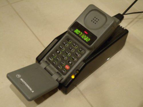 Resultado de imagem para o primeiro celular do mundo