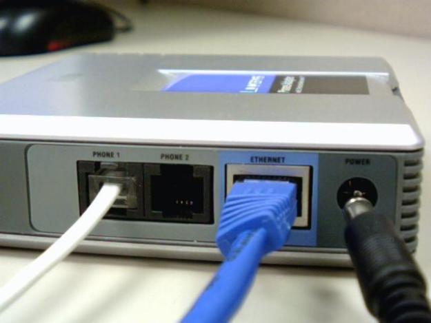 Roteador com adaptador de VoIP para telefones convencionais (Foto: Divulgação)