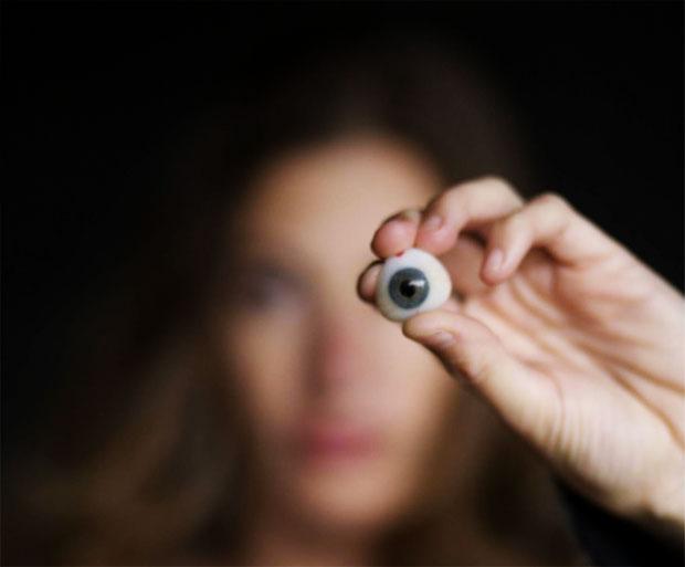 Tanya por ter um olho com câmera (Foto: Divulgação)