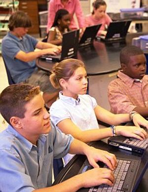 Crianças multitarefa (Foto: Reprodução)