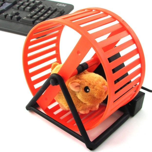 Hamster alimentado via USB se move conforme você utiliza o teclado (Foto: Divulgação)