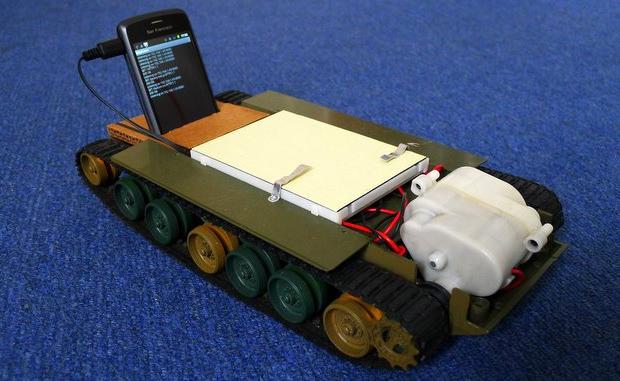 Robô movido por smarthone Android (Foto: Reprodução)