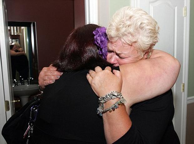 Mãe biológica e filha adotiva se encontram graças ao Facebook (Foto: MailOnline)