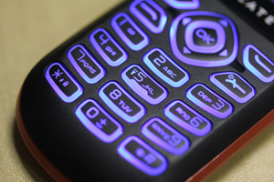 Detalhe das teclas emborrachadas do Alcatel OT208 (Foto: Allan Melo/TechTudo)