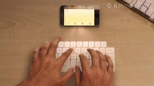 iPhone com teclado projetado (Foto: Divulgação)