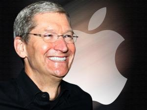 Tim Cook, ex-COO, assume a Apple após saída de Steve Jobs. (Foto: Reprodução)