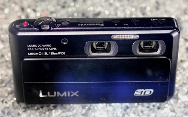 Lumix 3D: protótipo da câmera foi exibida na IFA 2011, em Berlim (Foto: Allan Melo)