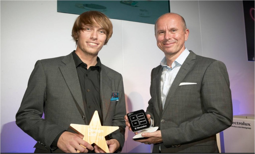Adrian Mankovecký recebe o prêmio na Electrolux Design Lab 2011. (Foto: Divulgação)