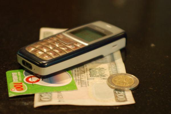 celular dinheiro (Foto: Flickr)