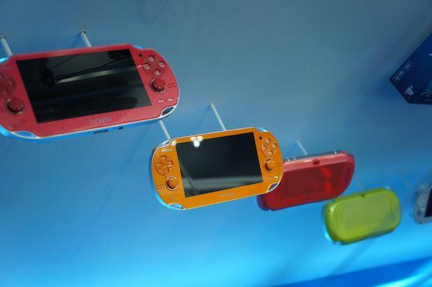 Box de jogos e novas cores do PlayStation Vita Dsc02245-620x