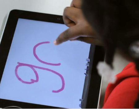 Criança no iPad (Foto: Teach for America)