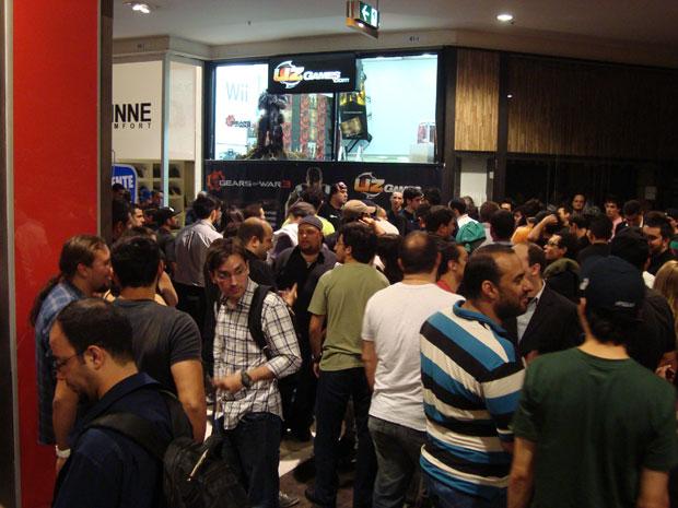 Gears of War 3 teve lançamento a meia noite em São Paulo (Foto: Spencer Stachi)
