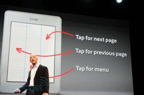 Jeff Bezos, CEO da Amazon, apresentando o novo Kindle Touch (Foto: Engadget/Reprodução)