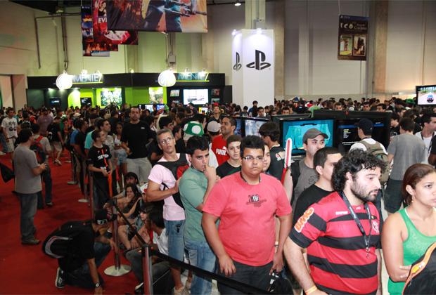 As grandes filas fizeram o público perder muito tempo para testar os games (Foto: Allan Melo/TechTudo)
