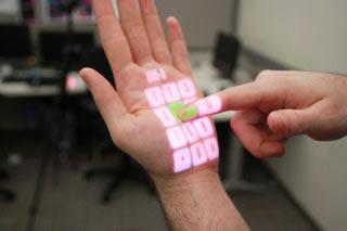 Sensor transforma qualquer superfície em uma tela de toque. (Foto: Divulgação)