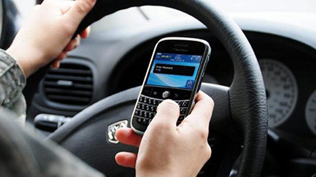 BlackBerry ao volante (Foto: Reprodução)