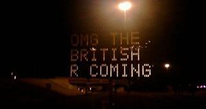 Placa debocha contra os ingleses. (Foto: TNW)