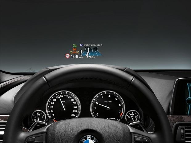 BMW 3 Series ganhará projetor no para-brisas (Foto: Divulgação)