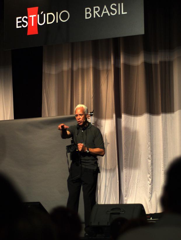 Lou Jones, fotógrafo palestrante do Estúdio Brasil 2011 (Foto: Juliana Sousa)
