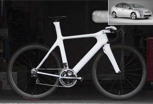 A bicicleta PXP tem o design inspirado no carro Toyota Prius (detalhe). (Foto: Divulgação)