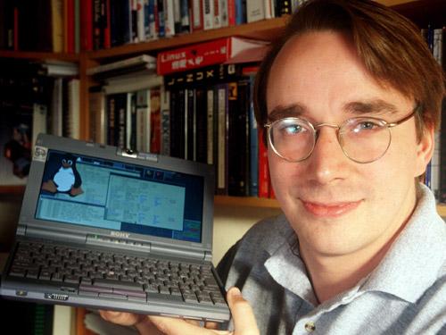 Torvalds nem sonhava que sua invenção se tornaria tão grande. O programador diz que só criou o sistema por pura diversão e nunca imaginou a fama e o dinheiro que o Linux o daria. (Foto: Reprodução)