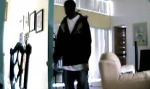 Assalto é flagrado por webcam (Foto: Reprodução)