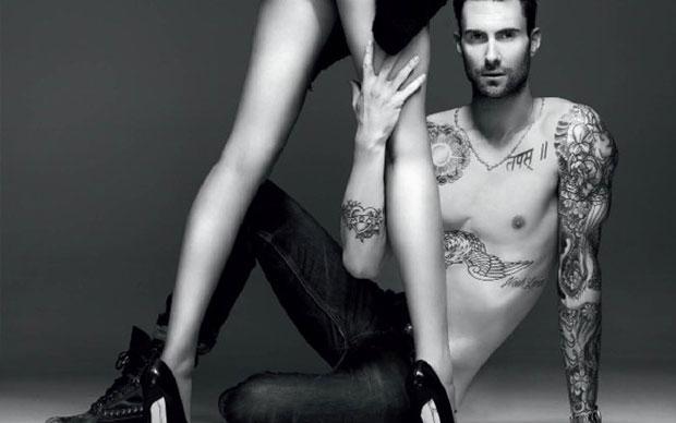 Photoshop fail de Adam Levine (Foto: Reprodução)