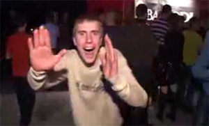 Bebeu demais e virou hit no Youtube (Foto: Reprodução)
