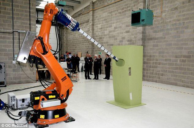 O robô é capaz de atuar em locais radioativos. (Foto: Reprodução/ Daily Mail)