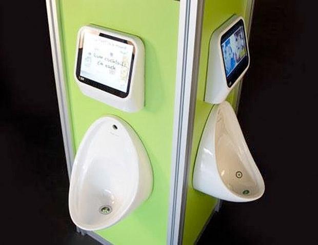 Bar em Londres tem jogos embutidos nos urinóis (Foto: Divulgação)